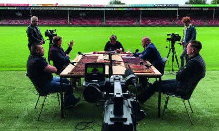 Gloednieuwe talkshow 'Café 1902 TV' over Go Ahead Eagles